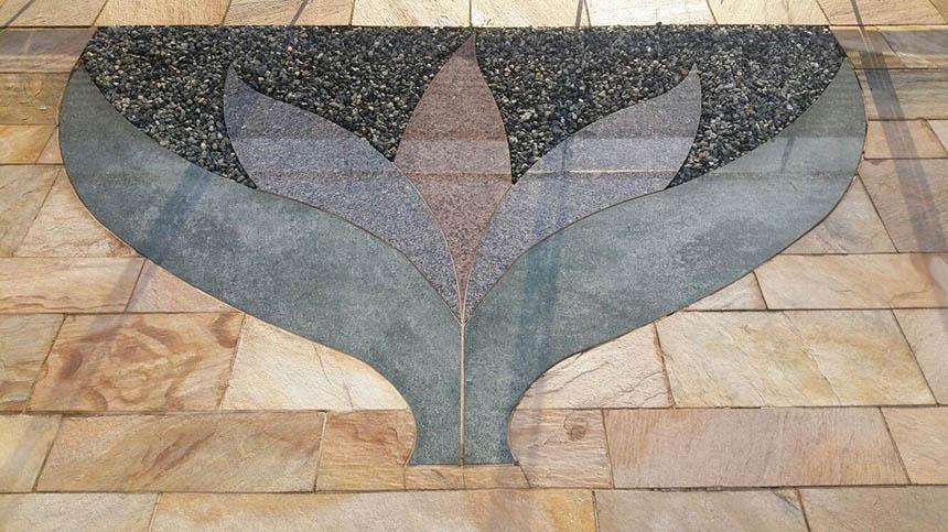 granit naturstein mosaik in terrassensitzplatz