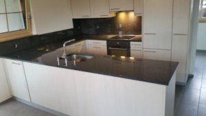 Küchenabdeckung Granit - Montage und Natursteinverlegung Luzern