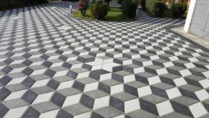 Vorplatz mit Betonsteinboden im 3D Muster